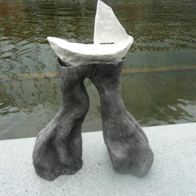 'Op de golven', keramiek, 55 cm hoog, 2011