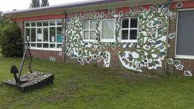 De kinderen maakten de blaadjes van mozaiek, wij de boom.