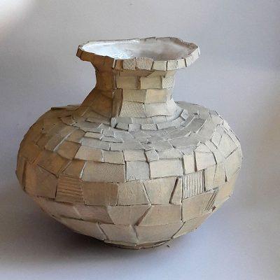 'Klassieke plakjesvaas', steengoed, 38 cm hoog, 2018