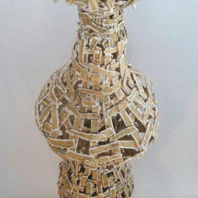 'Undress a vase'( 2 ),keramiek, tegellijm 140 cm hoog, 2019