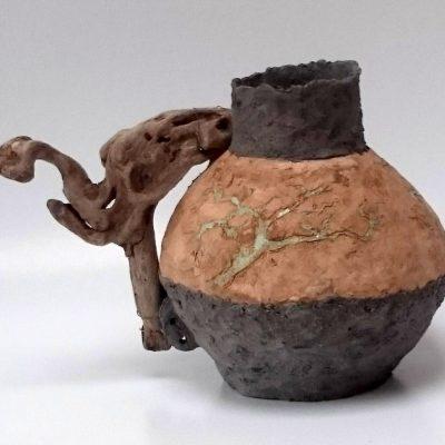 'Vaas met olijfhout'( 4), keramiek, hout, ijzerdraad, 28 cm hoog, 2016